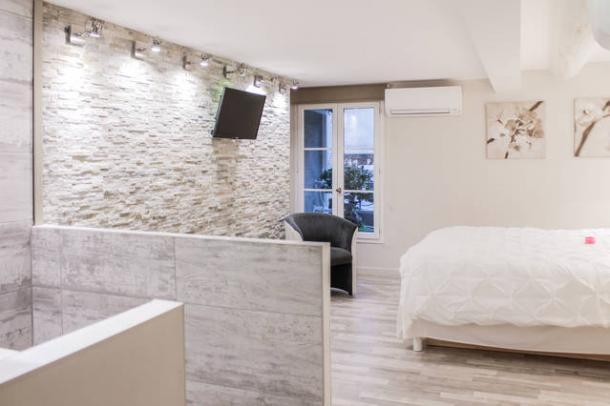 Location appartement mister studio proche for Appartement design friche gare st charles vieux port